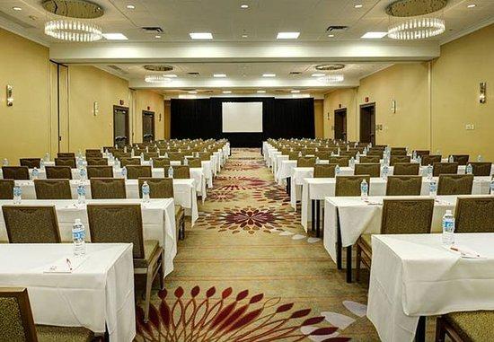 Berkeley, MO: East Ballroom – Classroom Setup