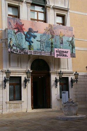 Palazzo Grassi: Eingangsbereich des Palazzo