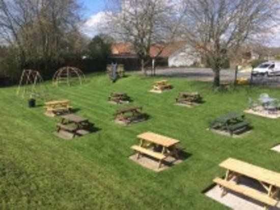 Fox and Hounds: Our child friendly beer garden