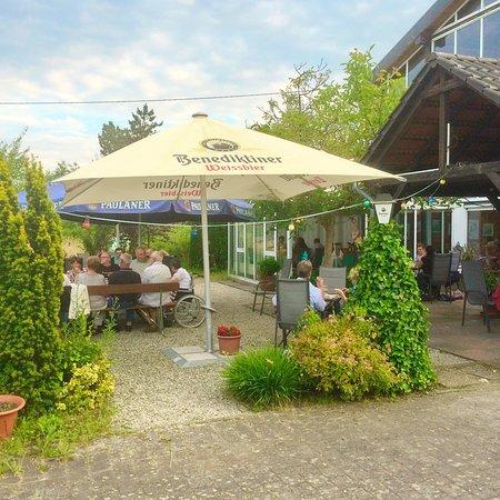 Assweiler, Germany: Biergarten der Blumenwiese