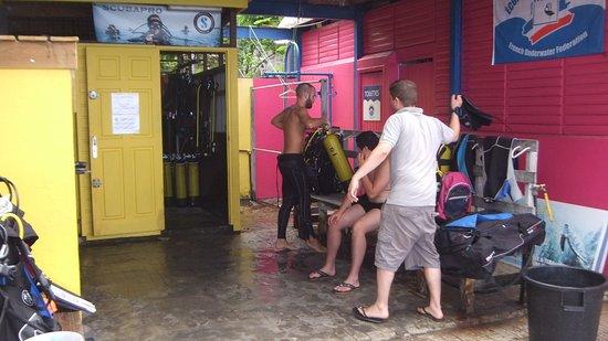 Bouillante, Guadeloupe: Le moniteur vous prépare votre materiel
