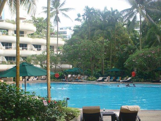 Shangri-La Hotel, Singapore: swimming pool