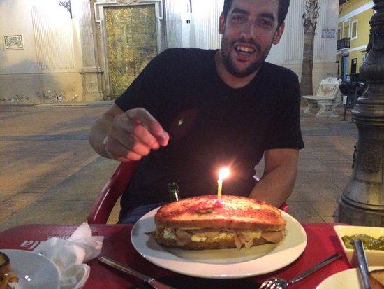 Manises, España: Presentación de nuestro Pastrami XXL el día del cumpleaños de Antonio Lòpez
