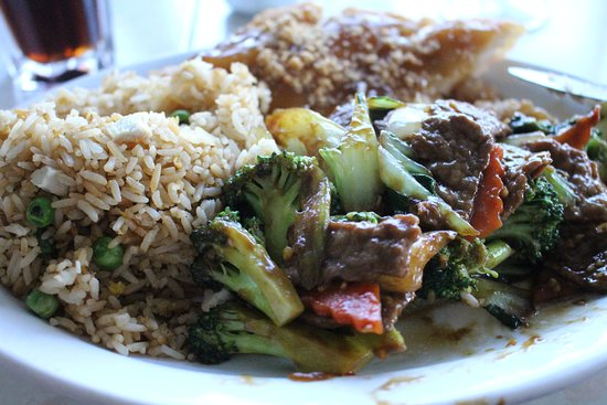 Cody Inn: beef with mixed vegetables & chicken soo guy