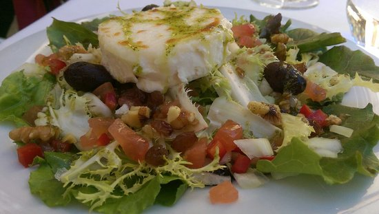 Sant Pau d'Ordal, Spania: Goat cheese salad with homemade pesto