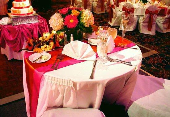 Livonia, MI: Wedding – Bride & Groom Table