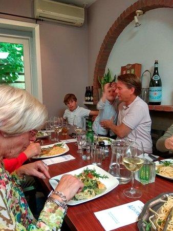Heemstede, Holandia: Все заняты едой)