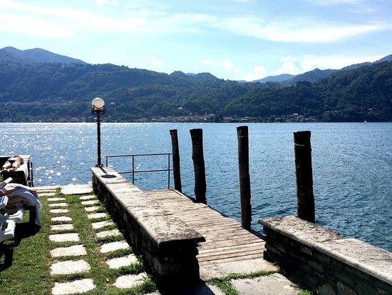 San Rocco Hotel: Entrance area to lake swimming