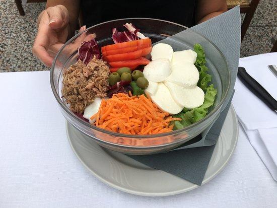 Nogarole Rocca, Italia: großer gemischter Salat