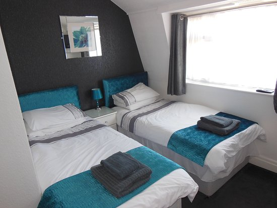 The Toulson Court: Room 8 Adjoining 2 singles + Double family room