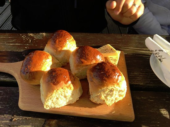 Isle of Gigha, UK: You know the food will be good when rolls like these come out!
