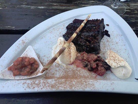 Isle of Gigha, UK: Chocolate cake for dessert!