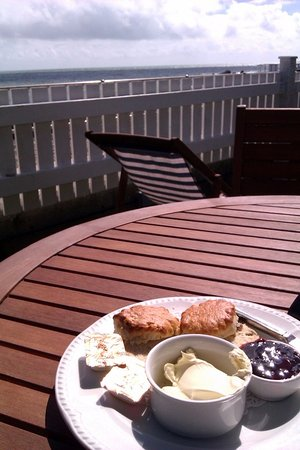 Felpham, UK: Tea by the sea at the Beachcroft