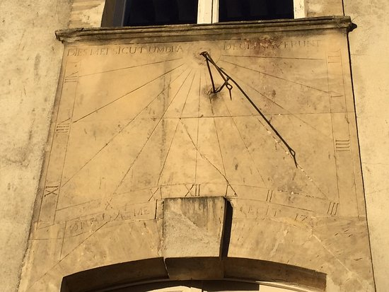 Asnieres-en-Bessin, France: Horloge Solaire