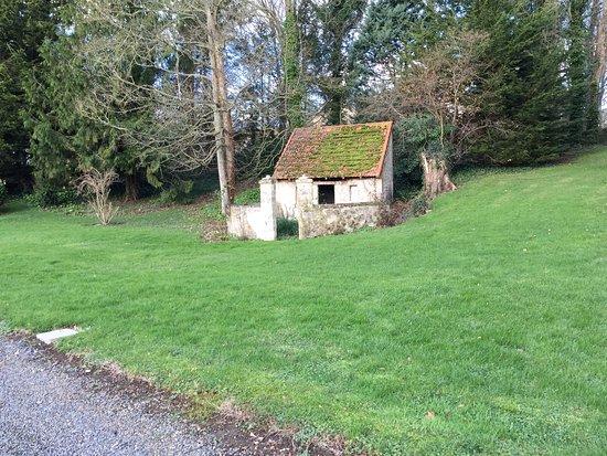 Asnieres-en-Bessin, France: Ancien chenil