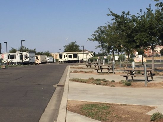 Flag City RV Resort: Drive up RV stalls