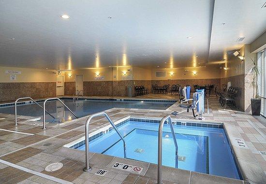 Burr Ridge, Ιλινόις: Indoor Spa & Pool