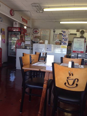 Buzzards Bay, MA: Inside barlow's