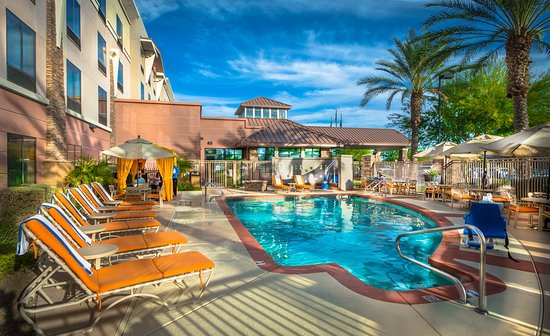 Hilton Garden Inn Phoenix North Happy Valley: Relax and Enjoy Phoenix Poolside