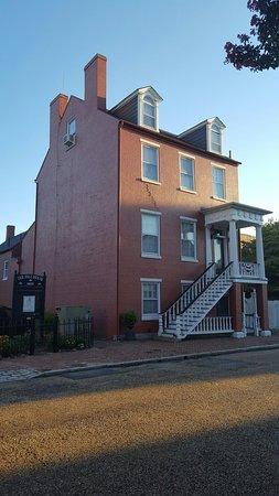 Portsmouth, VA: The Hill House