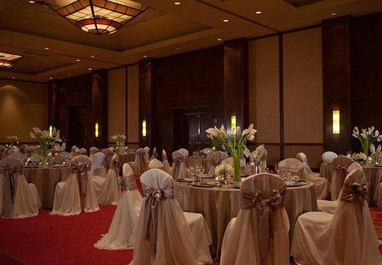 Coralville, IA: Coral Ballroom Wedding Reception