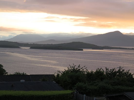 Edencrest Bed and Breakfast: Sunset over Bantry Bay from room