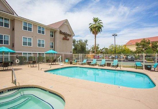 Peoria, Аризона: Outdoor Pool & Hot Tub