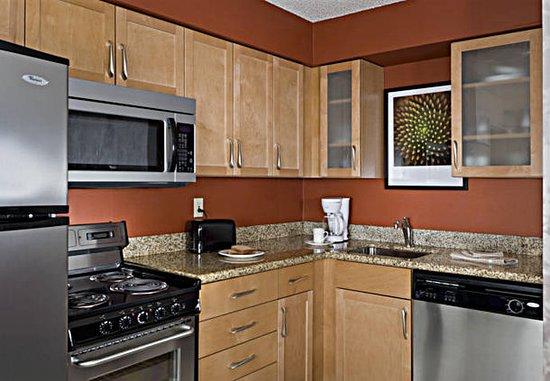 แรนโชคอร์โดวา, แคลิฟอร์เนีย: Suite Kitchen