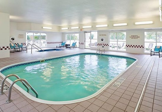 Appleton, WI: Pool & Hot Tub