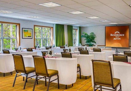 Pleasanton, CA: Mission Peak Meeting Room