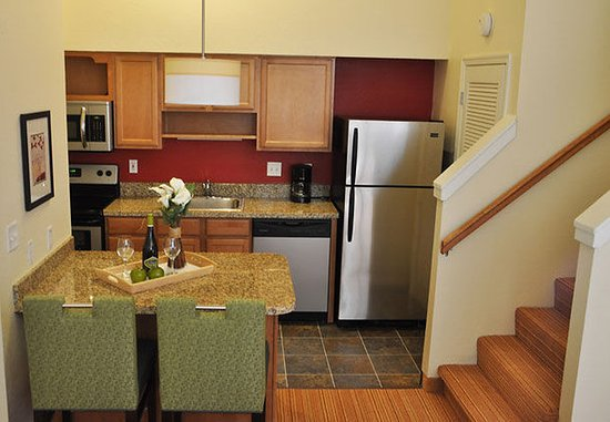 Windsor, CT: Two-Bedroom Suite Kitchen