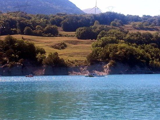 Corps, Francia: Vue du lac - rive d' Amber