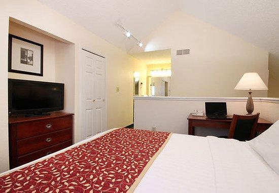 Tinton Falls, NJ : Two-Bedroom Penthouse Suite Loft