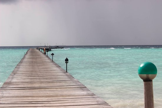 Atoll de Malé Sud : Path to the middle of the sea