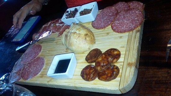 วูดินวิลล์, วอชิงตัน: meat variety plate