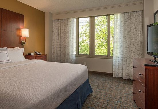 Bethesda, MD: Two-Bedroom Suite King Bedroom