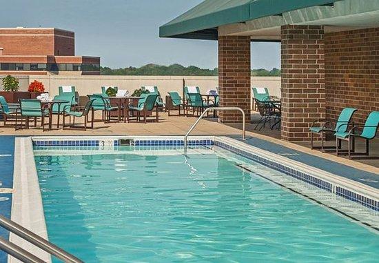 Bethesda, MD: Outdoor Rooftop Pool