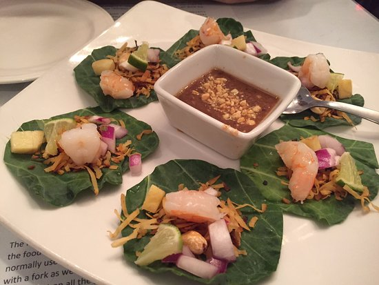 Thai Basil Restaurant: THIS IS THE APPETIZER TO ORDER! Siamese Wraps