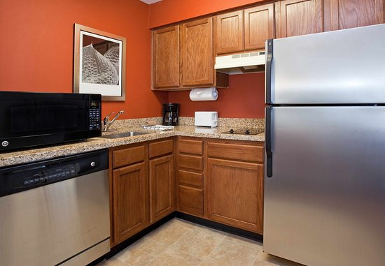 Louisville, CO: Fully-Equipped Kitchen