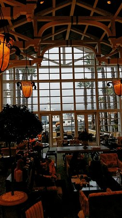 The Table Bay Hotel: The Lobby Lounge