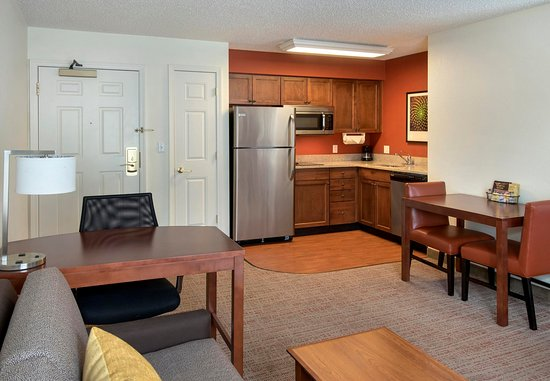 East Greenbush, NY: Fully Equipped Kitchen
