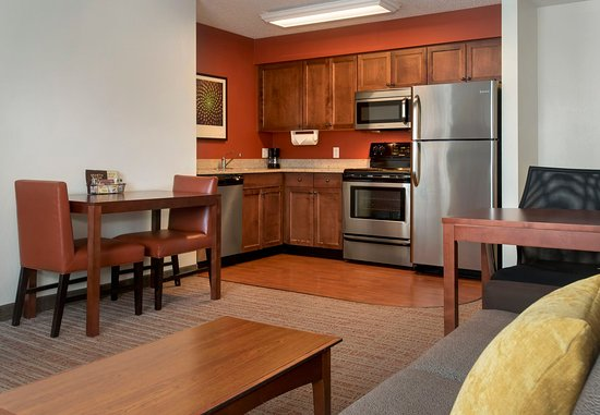 East Greenbush, NY: Fully Equipped Kitchen With Oven