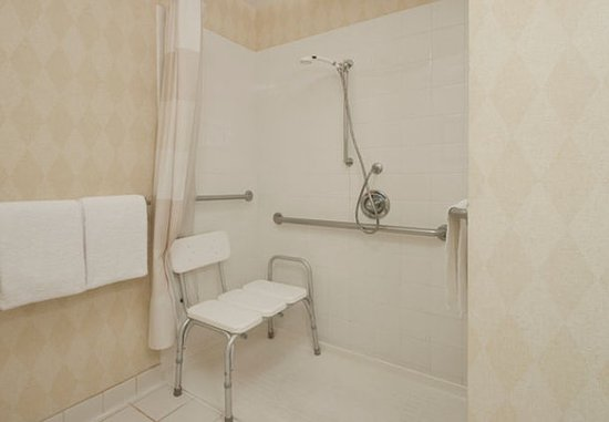 Palmdale, Califórnia: Accessible Suite Bathroom - Roll-in Shower