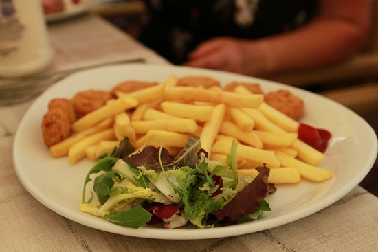 El Lloc del Poble : Children's checken nuggets and chips