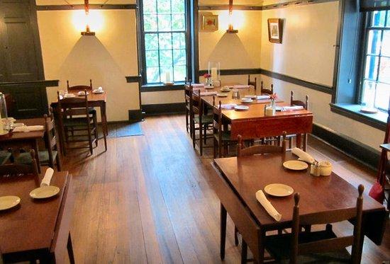 Harrodsburg, KY: One Dining Room