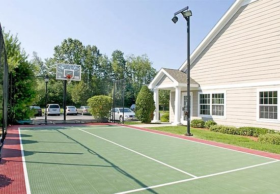 Franklin, MA: Sport Court