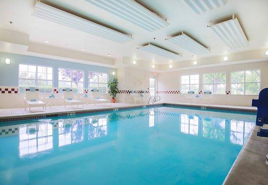 Morgan Hill, Kaliforniya: Indoor Pool & Whirlpool