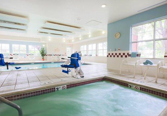 Morgan Hill, Kaliforniya: Indoor Whirlpool