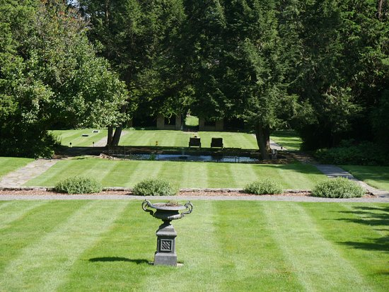 The Mansion at Noble Lane: Grounds