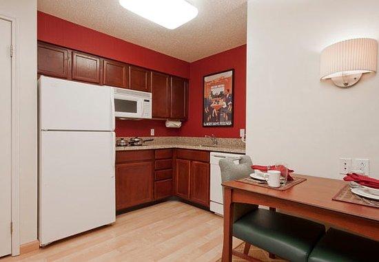 Δυτικό Springfield, Μασαχουσέτη: Studio & One-Bedroom Suite - Kitchen